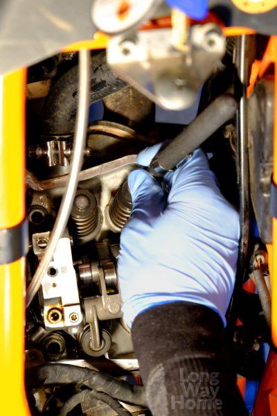 Magnes niezbędny bybezpiecznie wyciągnąć płytkę - Magnet is amust totake shim plate out safely