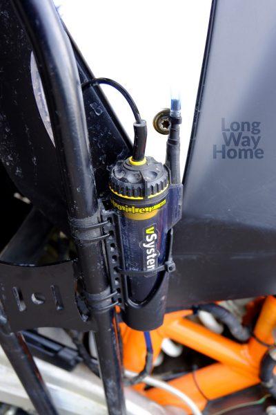 Zbiorniczek naolej zpokrętłem regulacyjnym - Oil reservoir with oil flow adjuster
