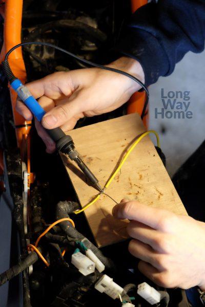 Pewność dobrego połączenia daje lutowanie przewodów  - Soldering of the wires gives reassurance of agood connection