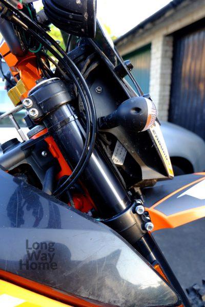 Standardowe ustawienie widelców względem półek zawieszenia- Normal forks setting in atripple clamps