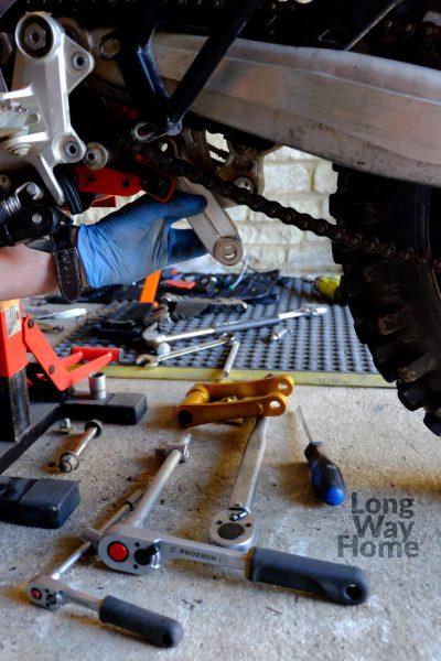 demontaż oryginalnego łącznika przedzałożeniem Kouba Link KTM8-2